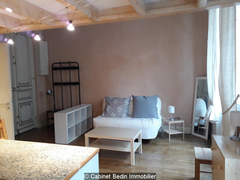 Location appartement bordeaux t1 dans bel immeuble en for Appartement t1 bordeaux